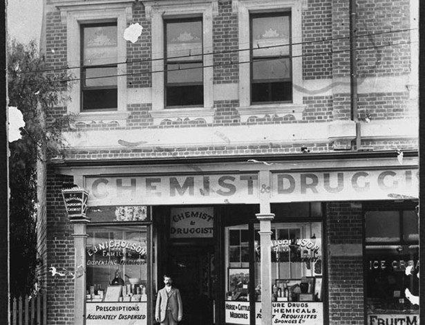 Nicholson's Chemist, Bay View Terrace (1906)