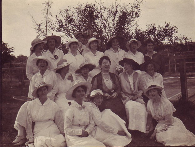 1915__Miss_Parnell_and_students